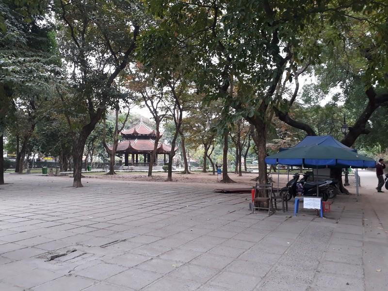 Hà Nội: Người dân thăm Văn Miếu không có chỗ gửi xe - ảnh 6