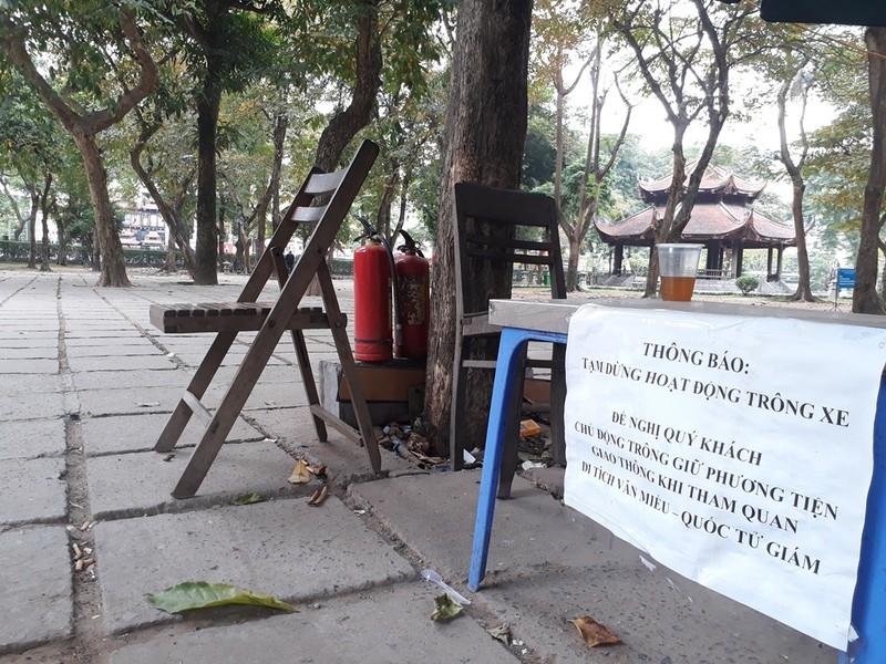 Hà Nội: Người dân thăm Văn Miếu không có chỗ gửi xe - ảnh 5