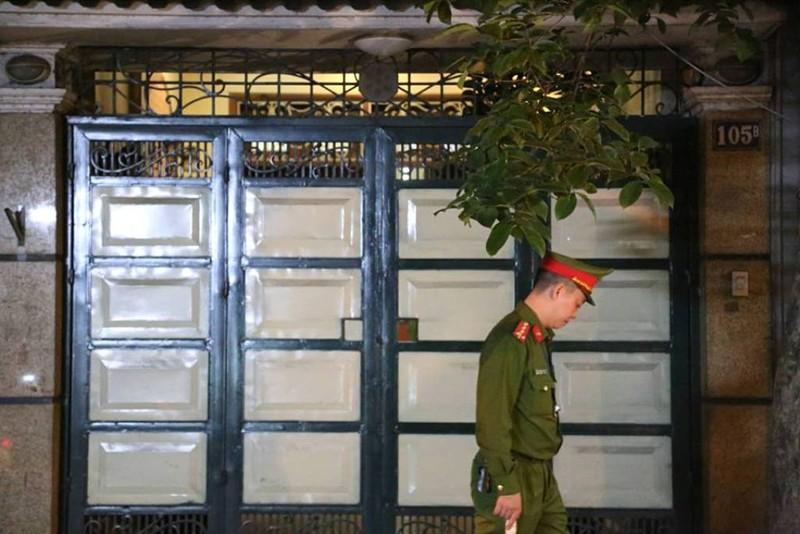 Đang khám nhà cựu tổng cục phó tình báo Phan Hữu Tuấn - ảnh 3