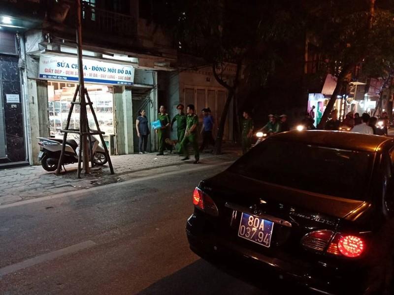 Đang khám nhà cựu tổng cục phó tình báo Phan Hữu Tuấn - ảnh 2
