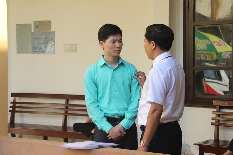 LS dặn dò, chỉnh áo cho BS Lương trước khi vào phòng xử - ảnh 6