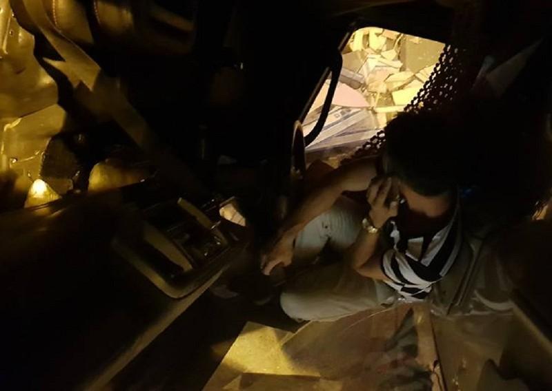 Xe tải nát bét đầu, tài xế thoát chết kỳ diệu - ảnh 2