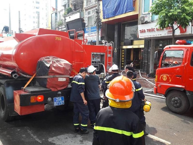 Khói lửa ngùn ngụt tại tòa nhà 9 tầng ở Hà Nội - ảnh 2