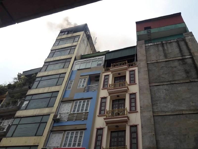 Khói lửa ngùn ngụt tại tòa nhà 9 tầng ở Hà Nội - ảnh 3