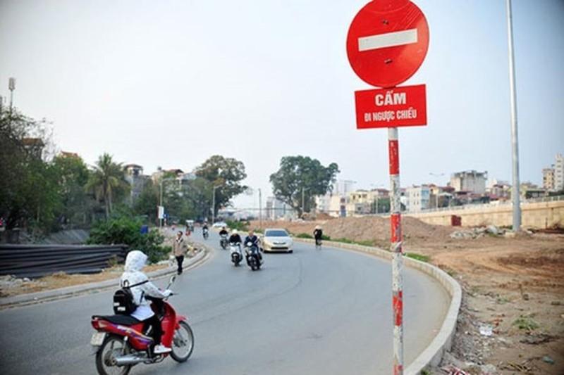 Đi xe máy vào đường cấm có bị tước giấy phép lái xe? - ảnh 1