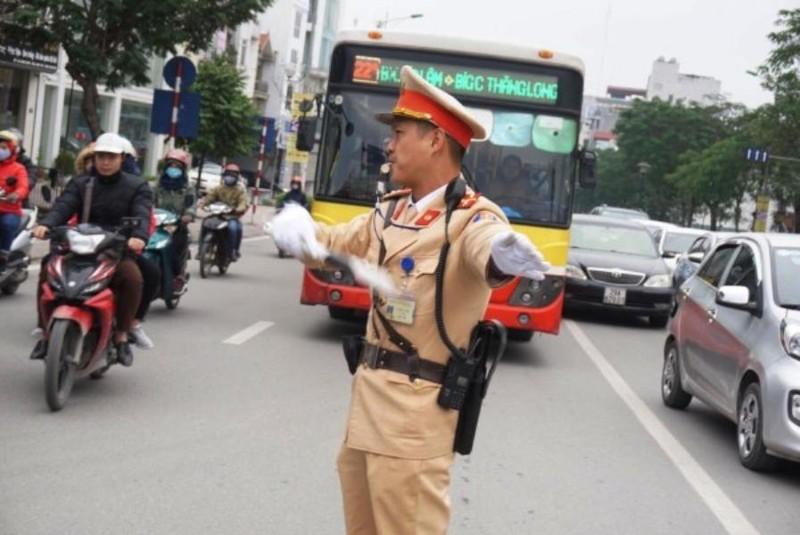 Cảnh sát giao thông chỉ được dừng xe trong 5 trường hợp - ảnh 1