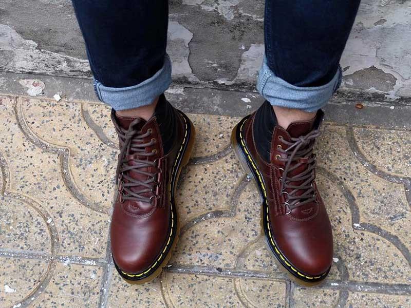 Mang giày chật coi chừng… đau lưng - ảnh 1
