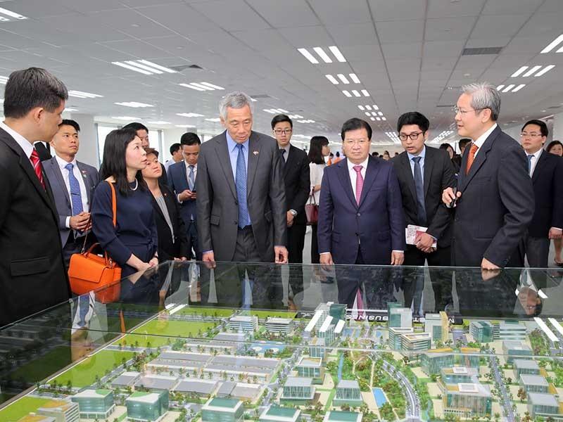 Thủ tướng Singapore khai trương trung tâm DN tại TP.HCM - ảnh 1