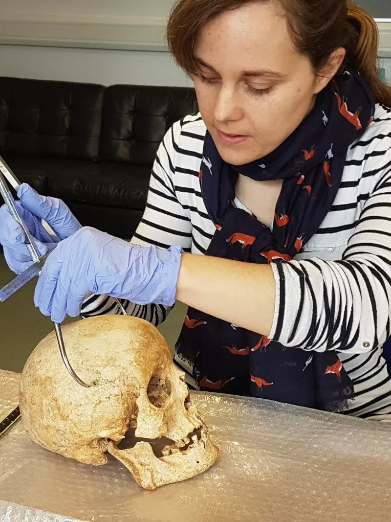 Dựng lại khuôn mặt người đàn ông sống 700 năm trước - ảnh 1