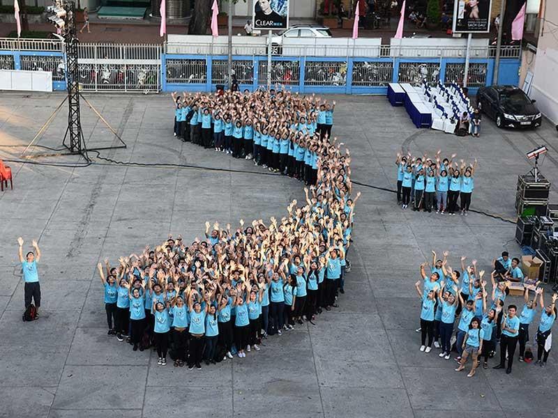 Hàng ngàn bạn trẻ nhảy flashmob kêu gọi tắt điện - ảnh 1