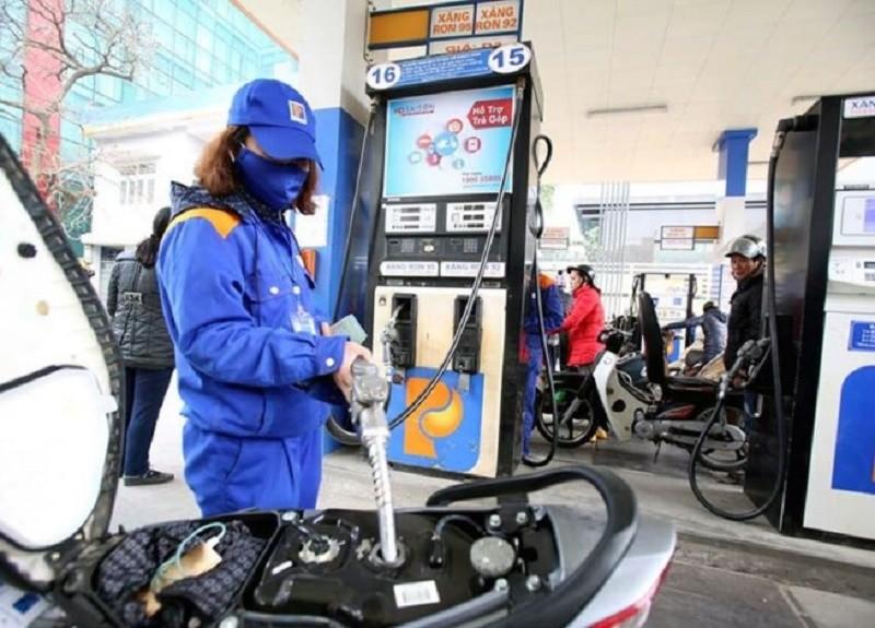 Nhiều câu hỏi hóc búa trước khi tăng giá xăng dầu - ảnh 1