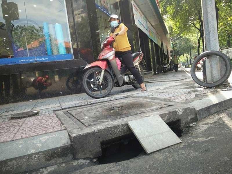Dân Sài Gòn cũng sợ 'tụt' hố ga - ảnh 1