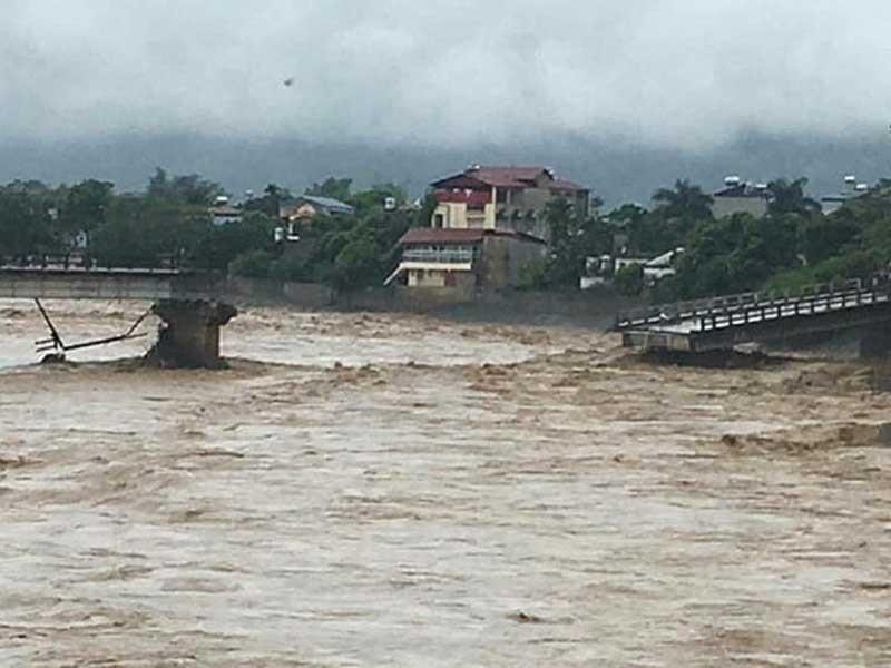 Hơn 40 người chết và mất tích do mưa lũ - ảnh 1