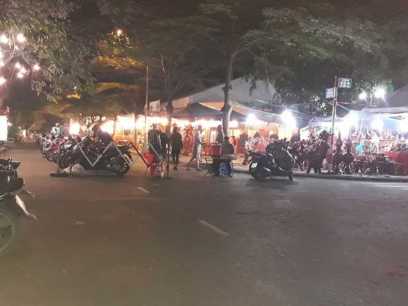 Chọn địa điểm gây phiền, hội chợ bị phản ứng - ảnh 1