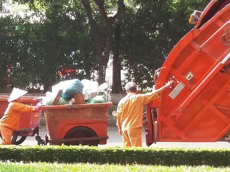 TP.HCM: Lúng túng đấu thầu thu gom rác - ảnh 1