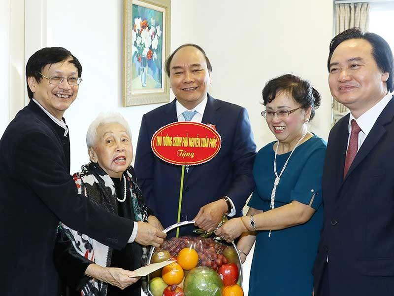 Thủ tướng chúc mừng các nhà giáo nhân dịp 20-11 - ảnh 1