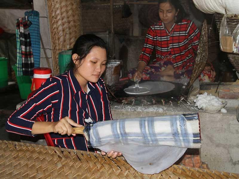 Làng bánh tráng 200 tuổi hốt bạc mùa Tết - ảnh 1