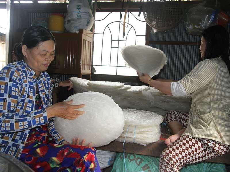 Làng bánh tráng 200 tuổi hốt bạc mùa Tết - ảnh 2