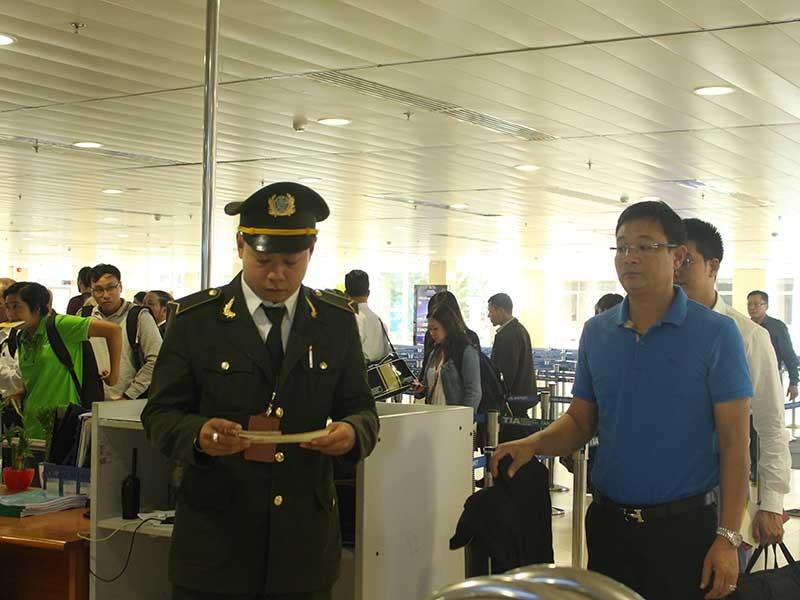 Phương án mới giải cứu ùn ứ sân bay Tân Sơn Nhất - ảnh 1