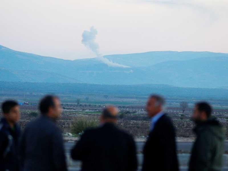 Xe tăng, binh sĩ Thổ Nhĩ Kỳ ồ ạt đổ vào Syria - ảnh 1