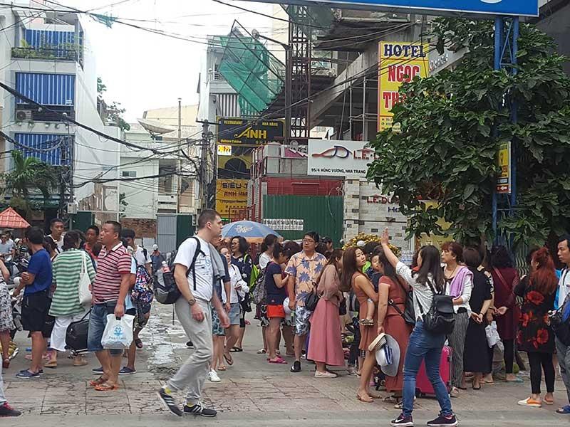 Nha Trang lúng túng trước làn sóng khách Trung Quốc - ảnh 1