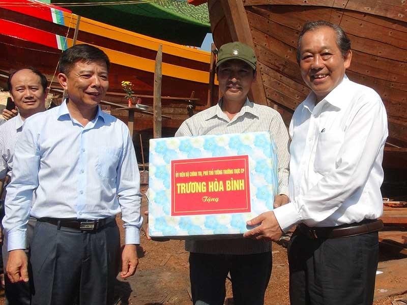 Phó Thủ tướng Trương Hòa Bình thăm ngư dân Quảng Bình - ảnh 1