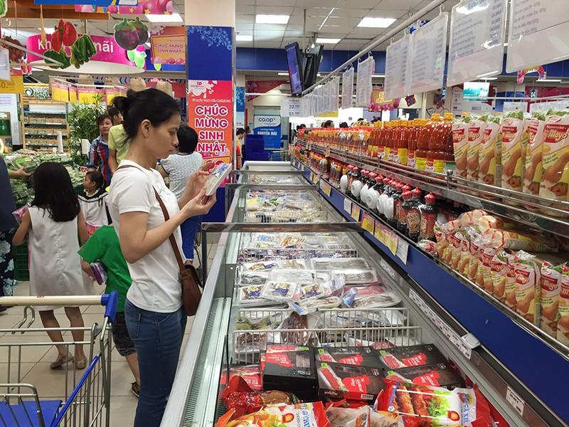 Cớ gì can thiệp cả giờ mở, đóng cửa của siêu thị? - ảnh 1