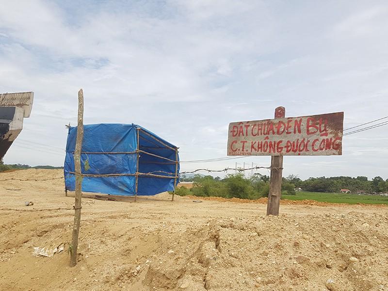 Dân chưa chịu giao mặt bằng làm cao tốc Đà Nẵng - Quảng Ngãi - ảnh 2
