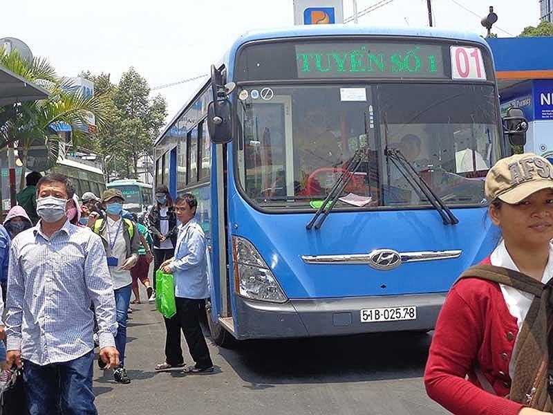 TP.HCM: Đi xe buýt có WiFi, sách báo miễn phí - ảnh 1