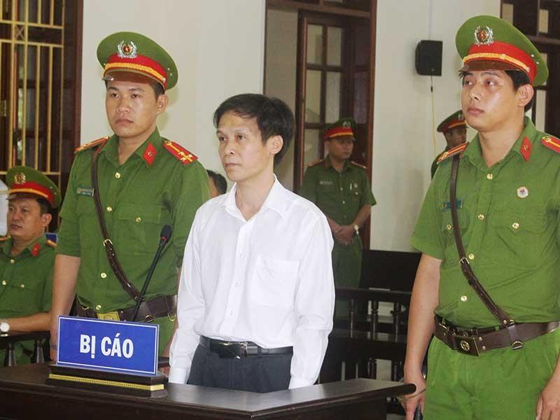 Luật sư bội tín thân chủ nhận 12 năm tù - ảnh 1