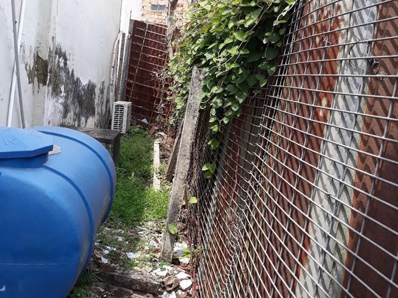 Bị hàng xóm bít cổng vào đất nhà mình - ảnh 1