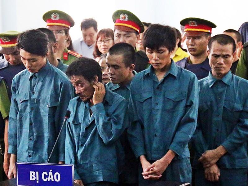 7 người gây rối trước trụ sở UBND tỉnh Bình Thuận lãnh án - ảnh 1