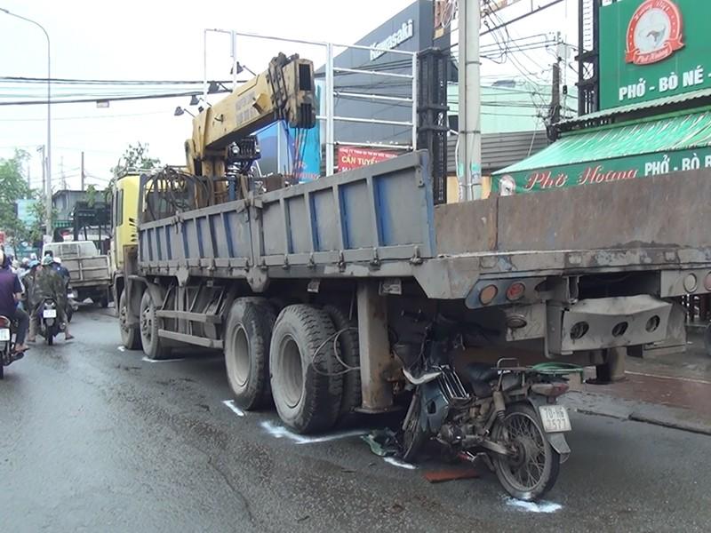 Dán phản quang xe tải để giảm TNGT - ảnh 2