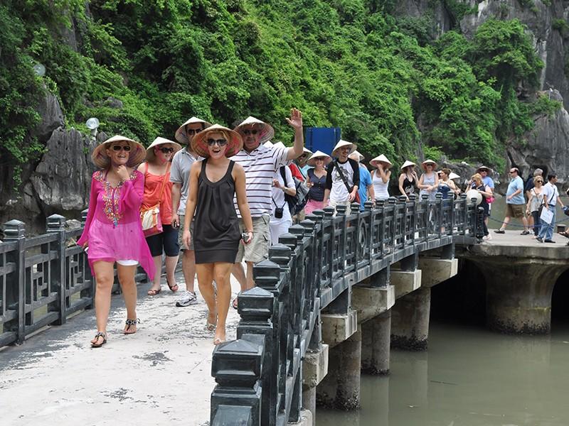 Khách quốc tế đến Việt Nam tiếp tục tăng mạnh - ảnh 1