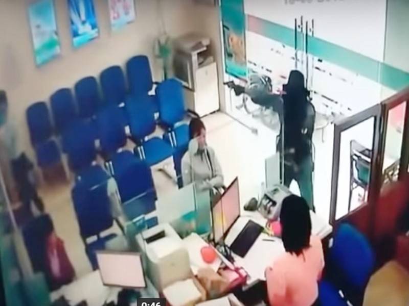 Vụ cướp ở Tiền Giang: Ngân hàng mất khoảng 1 tỉ đồng - ảnh 1