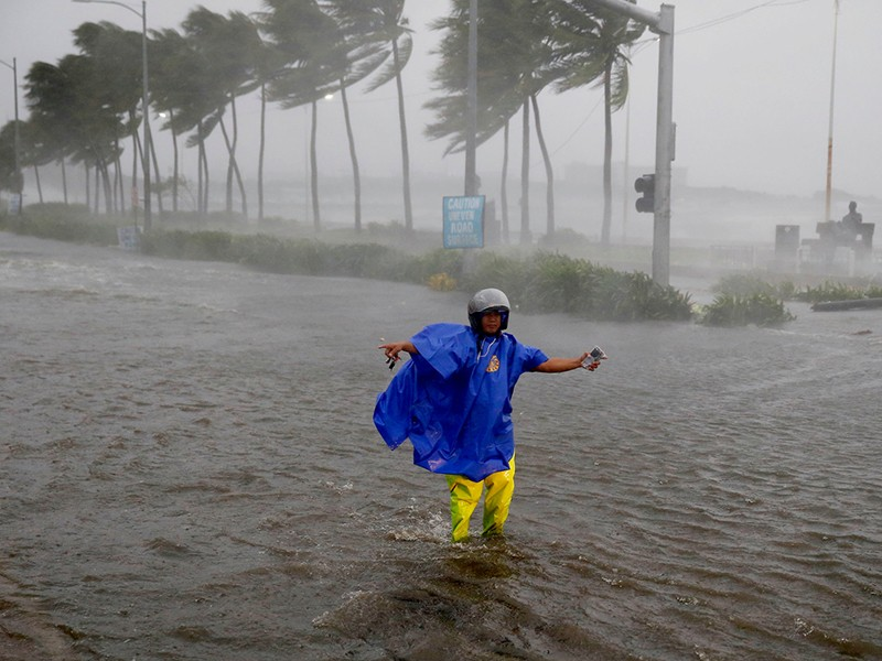 Siêu bão Mangkhut tấn công Philippines và Trung Quốc - ảnh 1