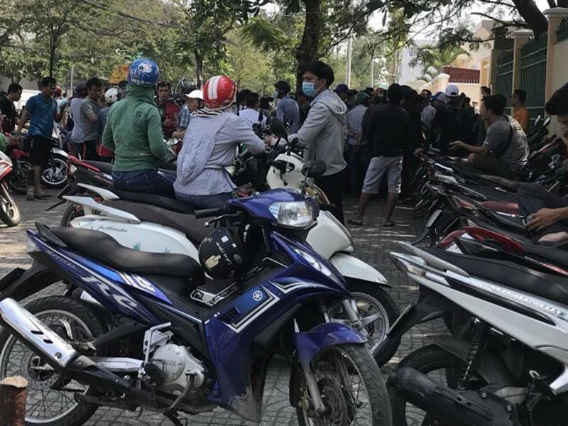 Gần trăm người tụ tập đòi tiền đào tạo lái xe - ảnh 1