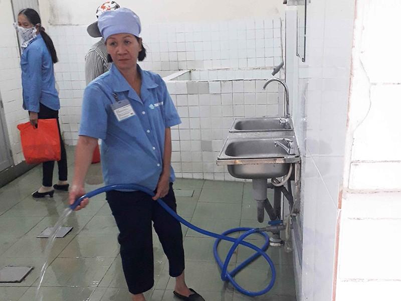 Nhiều bệnh viện ở TP.HCM có nhà vệ sinh sạch - ảnh 1