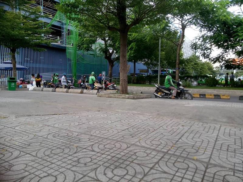 Công an sẽ vào cuộc vụ 'GrabBike chặt chém ở Tân Sơn Nhất' - ảnh 1