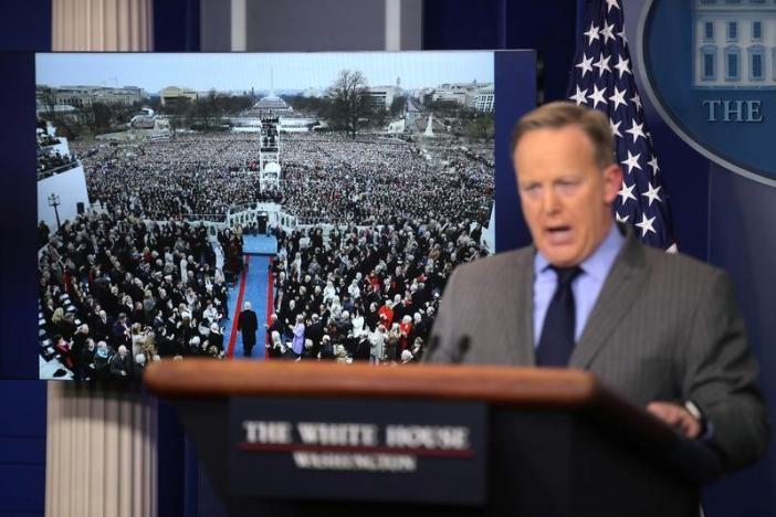 Sau lễ nhậm chức, Nhà Trắng liền gây chiến với báo đài - ảnh 2