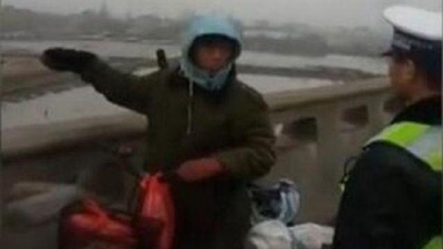 Trung Quốc: Đạp xe về quê ăn Tết, lạc 500km - ảnh 1