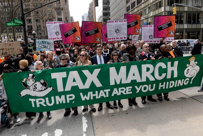 Ông Trump tố người biểu tình được trả tiền để chống đối - ảnh 1