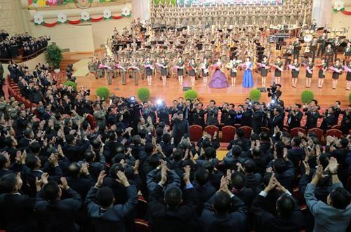 Triều Tiên mở đại tiệc cho các nhà khoa học hạt nhân - ảnh 2