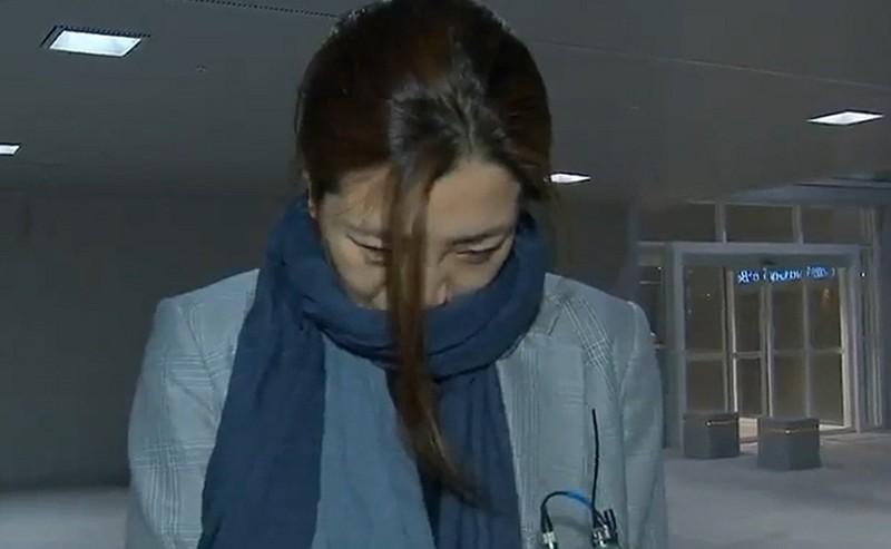 Hắt nước vào nhân viên, phó giám đốc Korean Air bị đình chỉ - ảnh 1