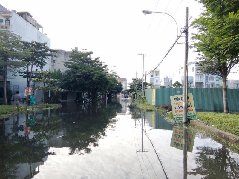 Khu Êm Đềm bị ngập tứ bề trong vụ vỡ cống ngăn triều vào tháng 1-2017.