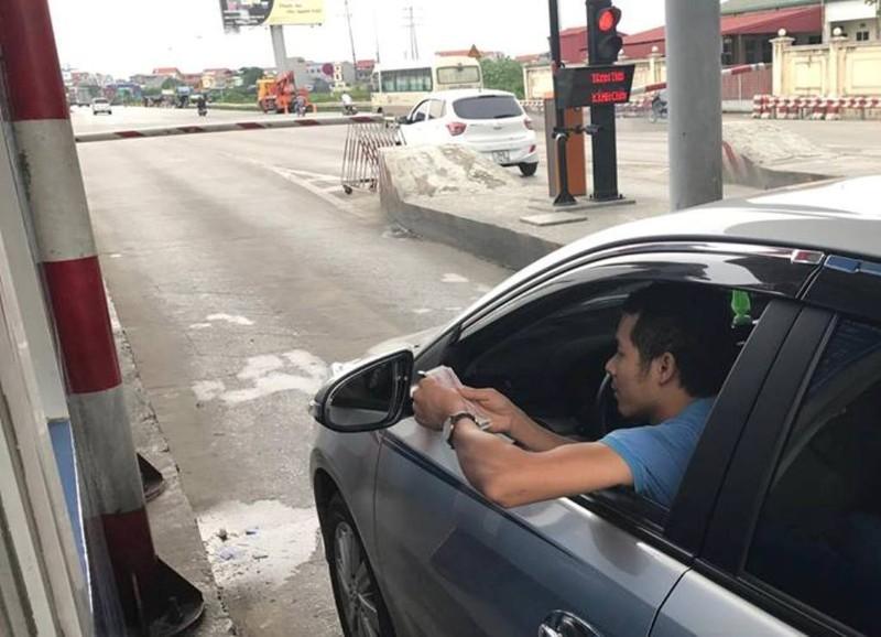 Hưng Yên: Điều tra vụ tài xế trả tiền lẻ qua trạm QL5? - ảnh 1