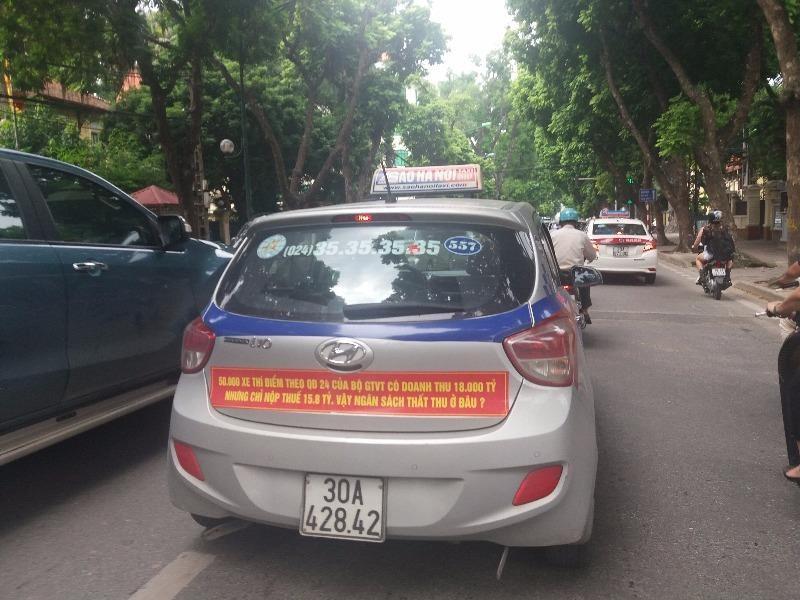 Sở GTVT Hà Nội yêu cầu các hãng taxi gỡ khẩu hiệu - ảnh 1
