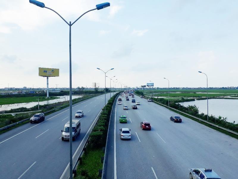 Yêu cầu 22.600 phương tiện quá tải rời khỏi cao tốc - ảnh 1