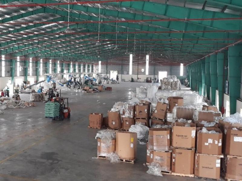 Hơn 15.000 container phế liệu đang lưu tại các cảng - ảnh 1