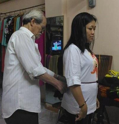 Cụ ông ở Đà Nẵng hơn 50 năm may áo dài - ảnh 3